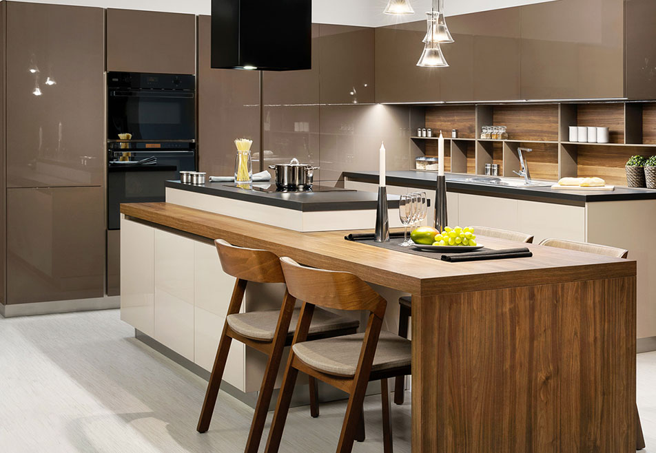 Handleless Kitchen in Brown
