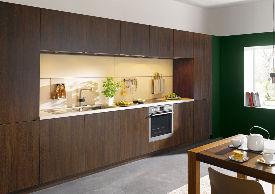 Handleless Kitchen in Wood